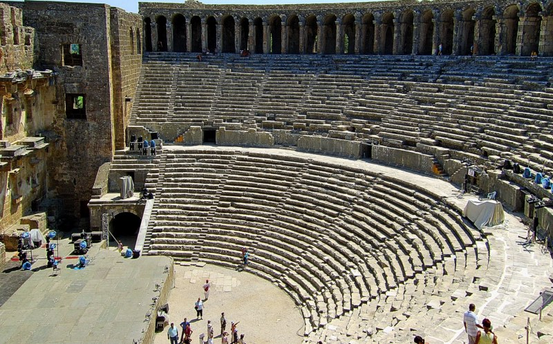 amphitheatre dream meaning